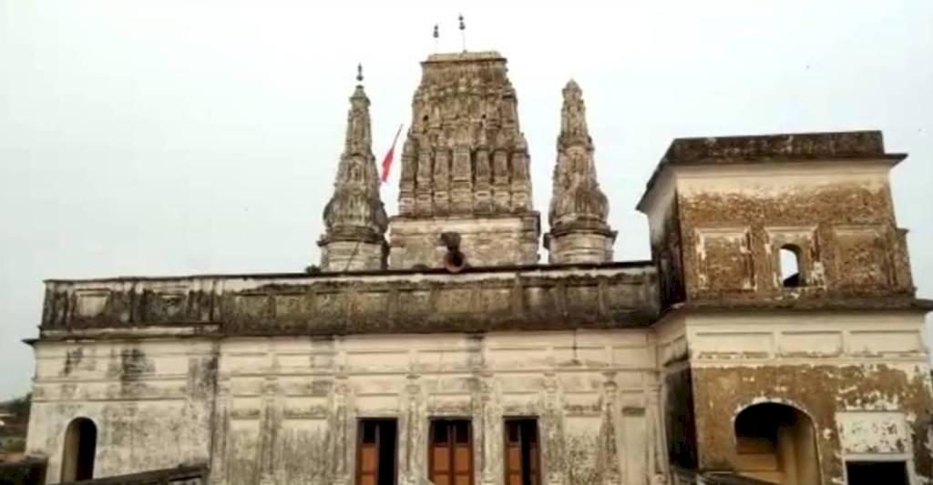 सैकड़ों साल का इतिहास संजोये है बांके बिहारी मंदिर, पर्यटन के दायरे में नहीं हुआ है शामिल