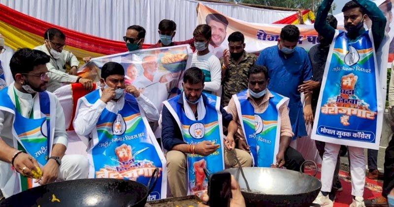 भोपाल : कांग्रेस ने बेरोजगारी दिवस के रूप में मनाया पीएम मोदी का जन्मदिन, तले पकौड़े