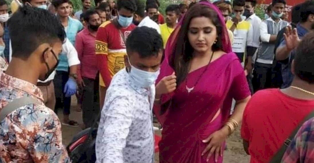 बांदा में भोजपुरी फिल्म लिट्टी चोखा की शूटिंग देखने को उमडी भीड़