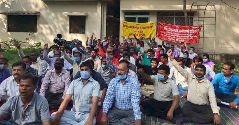 झांसी : निजीकरण के विरोध में विरोध-प्रदर्शन