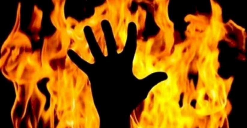 यूपी विधानसभा के सामने इस महिला ने खुद को आग लगाकर फूंका, मचा हड़कंप