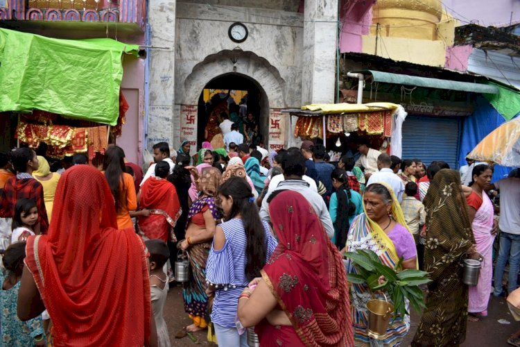 बाँदा : नवरात्रि के पहले दिन आस्था पर फीकी पड़ी महामारी