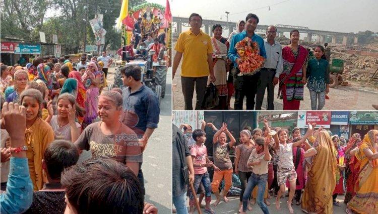 बांदा : नम आंखों से देवी भक्तों ने दुर्गा प्रतिमाओं का केन नदी में किया विसर्जन