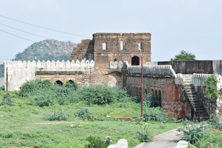 Bhuragarh Fort Banda : बाँदा के ऐतिहासिक भूरागढ़ किला का पूरा इतिहास, जानिये यहाँ