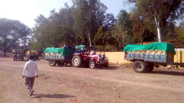 चंदेरी से पत्थर भरकर ललितपुर में घुसे, पांच ट्रैक्टरों का क्या हुआ