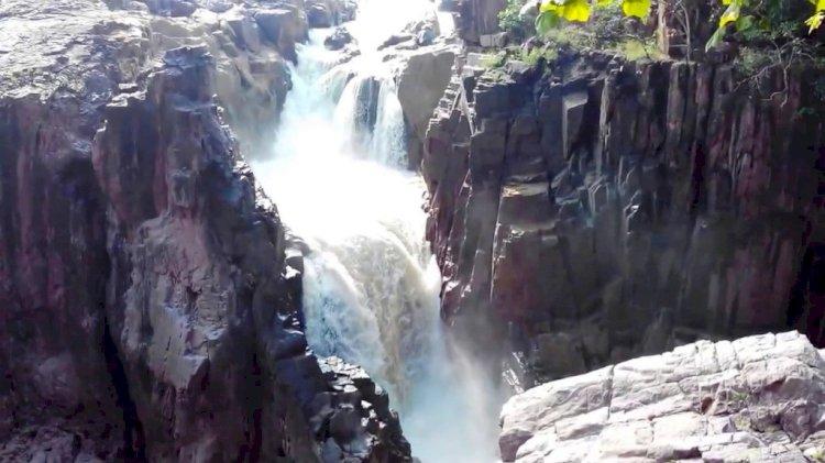 देश की अकेली नदी जो सात पहाड़ों का सीना चीर कर बहती है