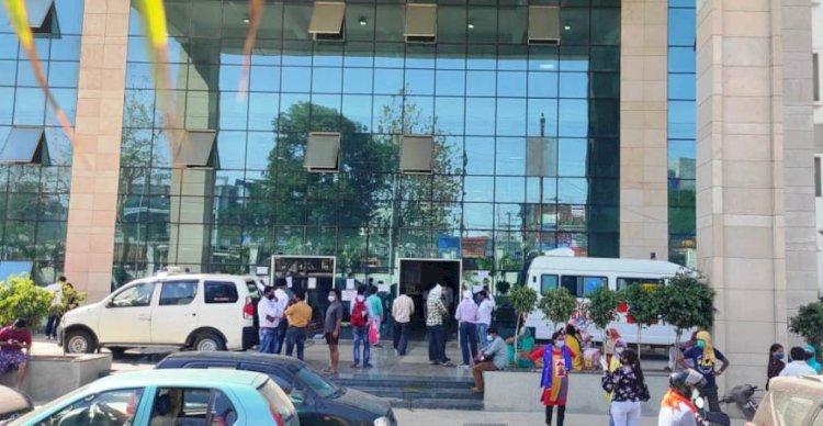 झांसी मेडिकल कॉलेज में कोरोना पीड़ित महिला ने लगाई चौथी मंजिल से छलांग