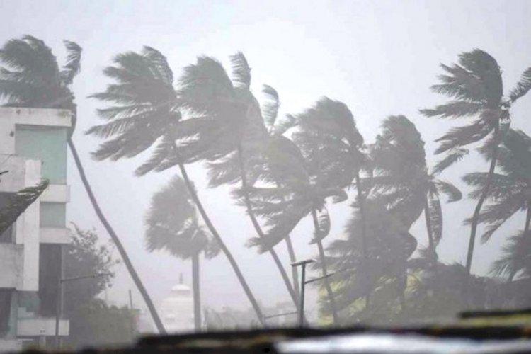 झांसी समेत बुन्देलखण्ड के सभी जिलों में तूफान ताऊते का दिखा असर