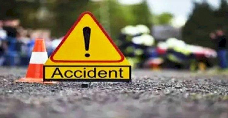 हमीरपुर : लोडर ने बाइक में मारी टक्कर दो लोगों की मौत, एक घायल