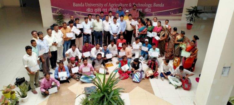 उत्तर प्रदेश के 7 जिलों के 55 महिलाओं एवं युवाओं को मशरूम उद्यम प्रशिक्षण