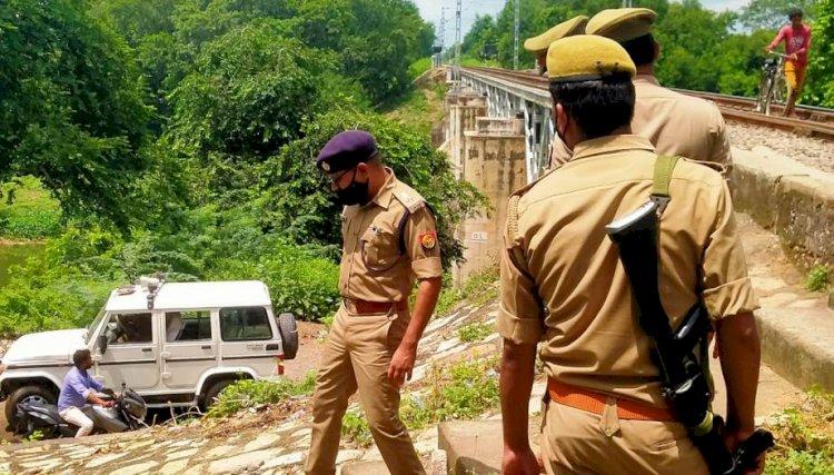 चित्रकूट में मंदाकनी पुल के रेलवे ट्रैक में, ट्रेन की टक्कर से तीन की मौत