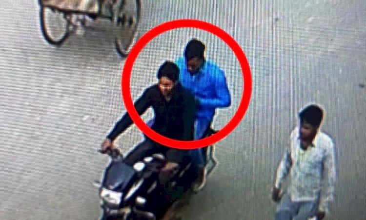 रोजगार सेवक की बाइक की डिग्गी से 1.10 लाख रुपये पार