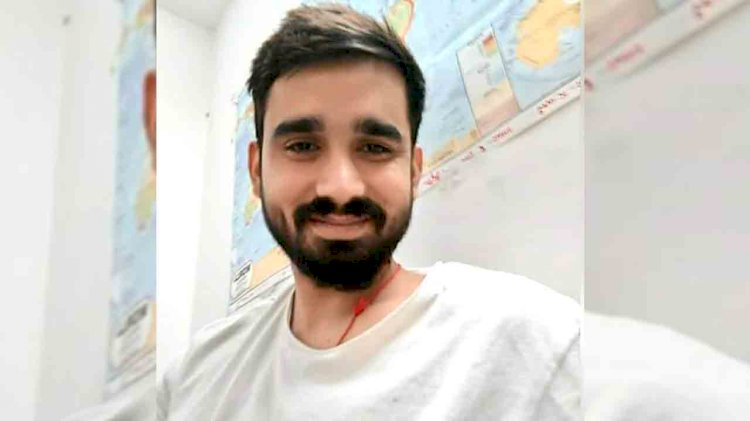 झांसी : मेहनत और लगन से, जल संस्थान के कर्मचारी का पुत्र धीरज बना आईएएस